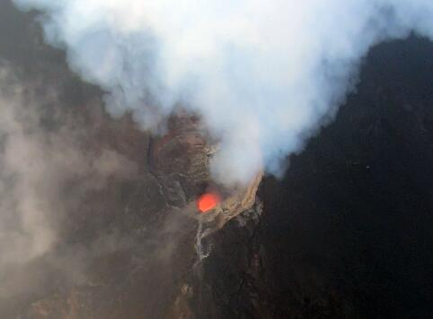 Using UAVs to Measure the Gas Emissions of Active Volcanoes